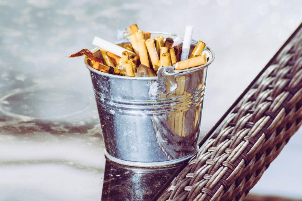 דובק מפעילה מתחם ביריד חרדי – ומחלקת סיגריות חינם בניגוד לחוק