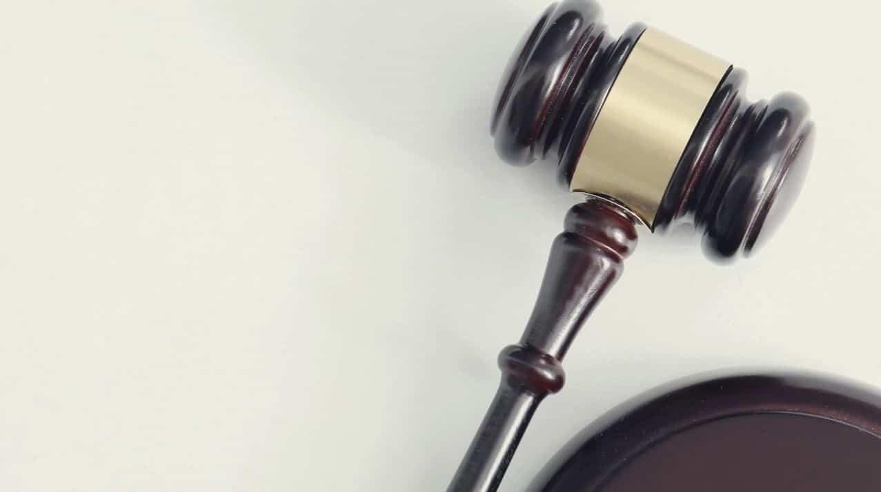 החוק להגבלת פרסום של מוצרי טבק בדרך לקבורת חמור