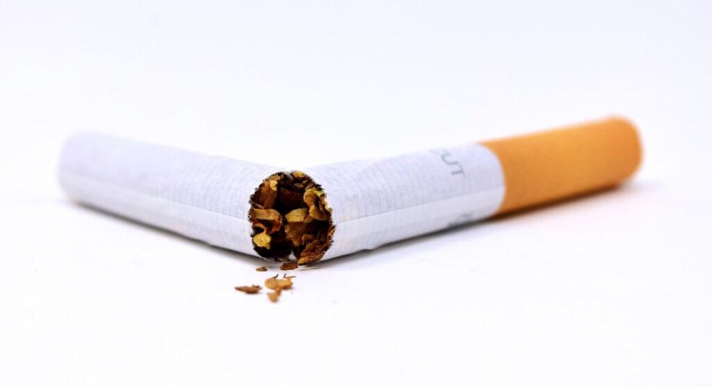 הצעת חוק לאיסור מכירת מוצרי טבק מתחת לגיל 21