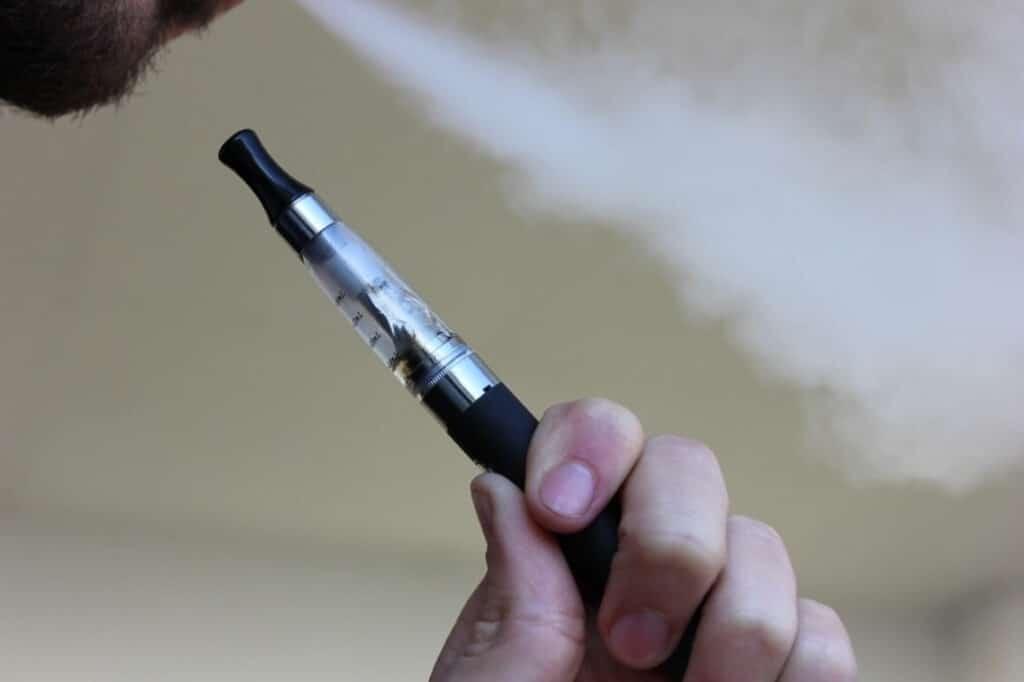 סיגריות אלקטרוניות הן סכנה ברורה ומיידית לבני נוער